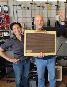 Retrofier Amp at Crossroads Music Dan Gessner and Sarai Lopez