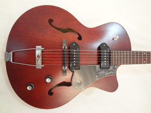 Godin 5th Avenue Kingpin II Burgundy Archtop Guitar fron view