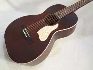 Art & Lutherie Roadhouse Acoustic Guitar Tennessee Red Finish Front View